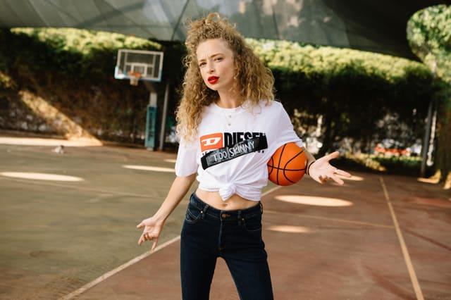 יוליה פלוטקין - קמפיין  דיזל נגד ביריונות ברשת - Fashion Israel - מגזין אופנה
