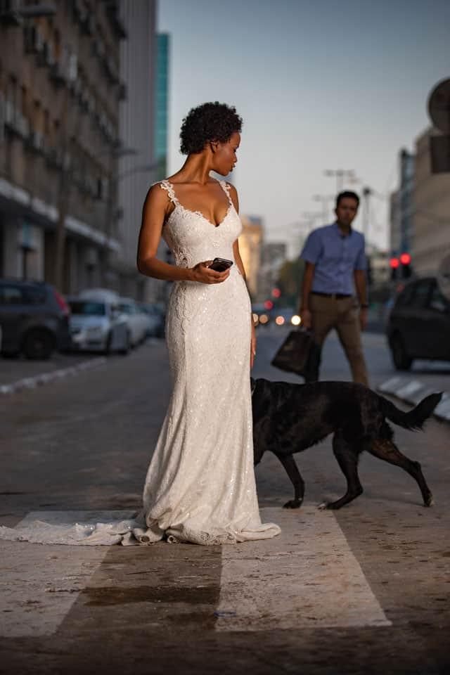 שמלה: דוד חצבני עבור בוטיק שמלות כלה רוח נשית, נעליים: JORDAN
