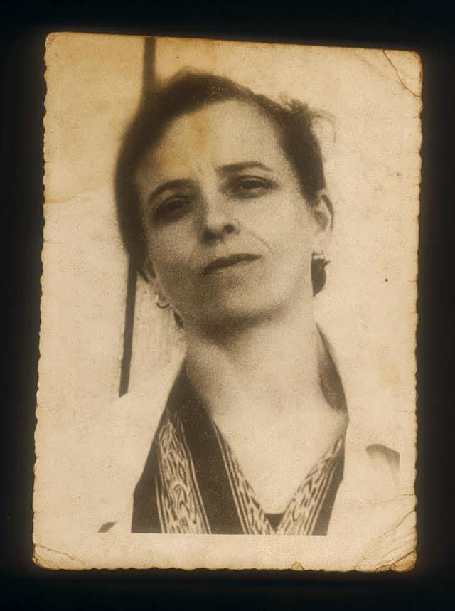 בצילום: סבתא של מיכה קישנר. צולמה שעתיים לאחר מותה במחנה ריכוז. פוסט מורטום. צילום: מיכה קירשנר