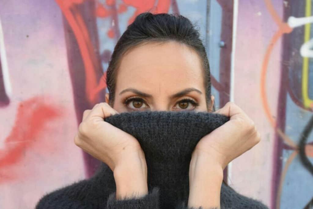 סוודר: Yanga, אופנה, מגזין אופנה, מגזין אופנה ישראלי, Efifo - מגזין האופנה של ישראל.סטיילינג: מירב פריזנט-לימודי סטיילינג ואופנה