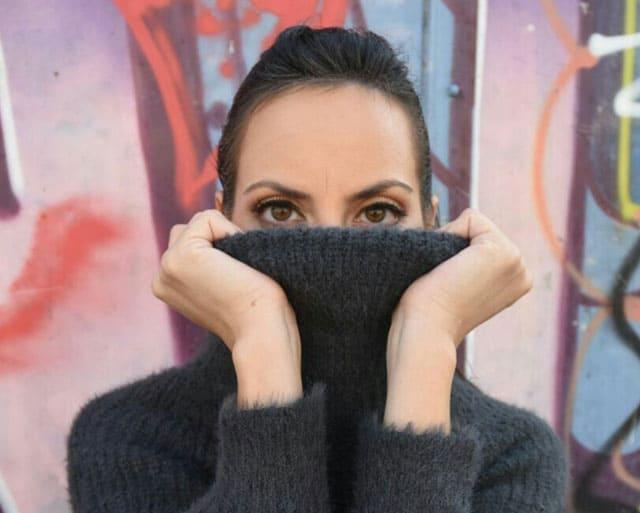 אופנה, סוודר: Yanga, מגזין אופנה, מגזין אופנה ישראלי, Efifo - מגזין האופנה של ישראל.סטיילינג: מירב פריזנט-לימודי סטיילינג ואופנה | שנקר לימודי חוץ. צילום: קארין רב-און, איפור: נוי הנדר, דוגמנית: אורטל צבר, FASHION, FASHION MGAZINE, סטייל - 2