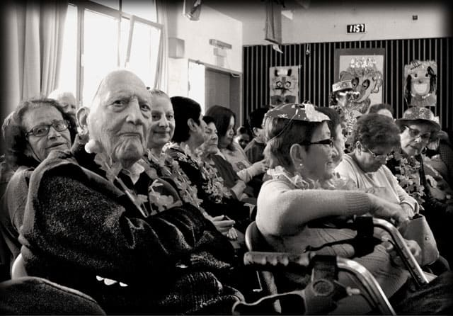 פורים 2018. צילומי מסיבת פורים של קשישים במרכז גונדה. צילום: יונתן אזולאי - 9