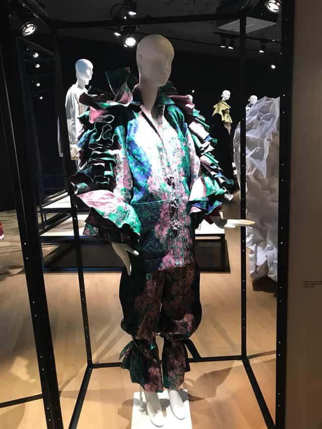 עופרי מצא בתערוכת בלנסיאגה צילום מאיה ארזי. בית ספר לאופנה, אופנה, מגזין אופנה, חדשות אופנה, כתבות אופנה, Fashion, Fashion Magazine, Efifo, מגזין אופנה ישראלי -