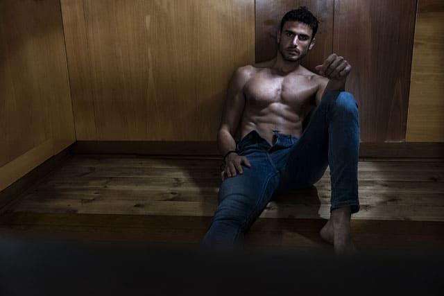 בצילום: הדוגמן עמיר עמאר, צילום: רונן אקרמן, סטיילינג: אורן דר, Model: Amir Ammar, Photography: Ronen Akerman, Styling: Oren Dar - 8