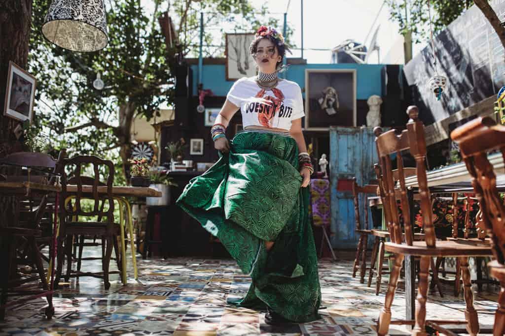T shirt: zara, skirt: lubnasafadi_coutur, - אופנה, מגזין אופנה, חדשות אופנה, כתבות אופנה, מגזין אופנה ישראלי, מגזין אופנה ועיצוב, עיתון אופנה, מגזין אופנה אונליין, טרנדים, סטייל ,Fashiom Magazine, Fashion סטיילנג: ספדי איה- סטיילינג שנקר, צילום: Nat Niszakov, Afeef Tannous, דוגמנית: ספדי אמגאד,Styling: Safadi Aya - Styling Shenkar,Model: Safadi Amjadal -1