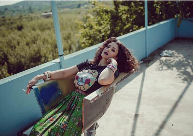 T shirt & skirt: mango, - אופנה, מגזין אופנה, חדשות אופנה, כתבות אופנה, מגזין אופנה ישראלי, מגזין אופנה ועיצוב, עיתון אופנה, מגזין אופנה אונליין, טרנדים, סטייל ,Fashiom Magazine, Fashion סטיילנג: ספדי איה- סטיילינג שנקר, צילום: Nat Niszakov, Afeef Tannous, דוגמנית: ספדי אמגאד,Styling: Safadi Aya - Styling Shenkar,Model: Safadi Amjadal 12