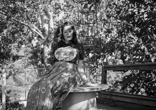 T shirt & skirt: mango, - אופנה, מגזין אופנה, חדשות אופנה, כתבות אופנה, מגזין אופנה ישראלי, מגזין אופנה ועיצוב, עיתון אופנה, מגזין אופנה אונליין, טרנדים, סטייל ,Fashiom Magazine, Fashion סטיילנג: ספדי איה- סטיילינג שנקר, צילום: Nat Niszakov, Afeef Tannous, דוגמנית: ספדי אמגאד,Styling: Safadi Aya - Styling Shenkar,Model: Safadi Amjadal - 8