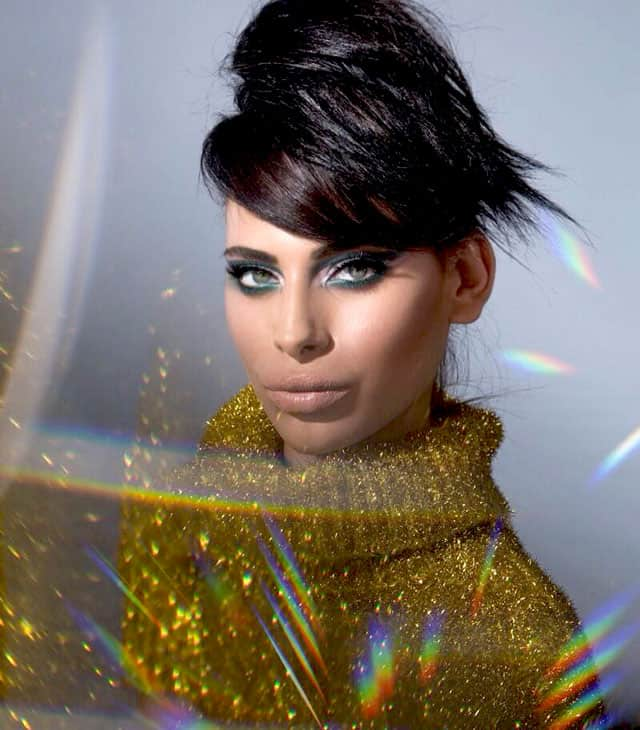 Efifo, מגזין אופנה של ישראל, דוגמנית: רומי אברג׳יל, Romy Abergel, איפור ועיצוב שיער: מאי לי, צילום: עומרי ליפשיץ,סטיילינג: אופיר מילר, סוודר: H&M, אופנה, מגזין אופנה, מגזין אופנה אונליין, מגזין אופנה 2018, Fashion, fashion magazine, כתבות אופנה -4