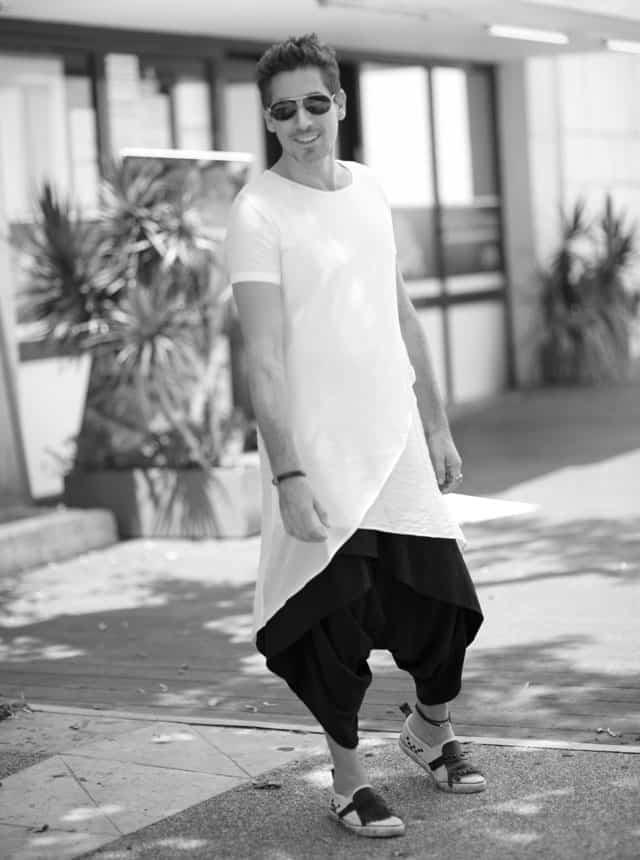 חולצה, מכנסיים וצמיד: ARKETA, נעליים: ZARA צמיד: ORIT COLE, טבעות: BEN MEN WEAR, צמיד עור לרגל: סילביה פריצקר משקפיים: אופטיקה פולק, שחר רבן, צילום יהודה פולק, אופנה, מגזין אופנה, חדשות אופנה, כתבות אופנה, Fashiom Magazine, Fashion, Efifo ,מגזין אופנה ישראלי, מגזין אופנה ועיצוב, עיתון אופנה, מגזין אופנה אונליין, טרנדים, סטייל - 4