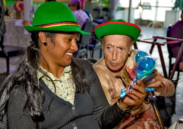 פורים 2018: מסיבת תחפושות של קשישים משכונת עזרא ומשכונת התקווה. צילום: מיטל אזולאי - 6