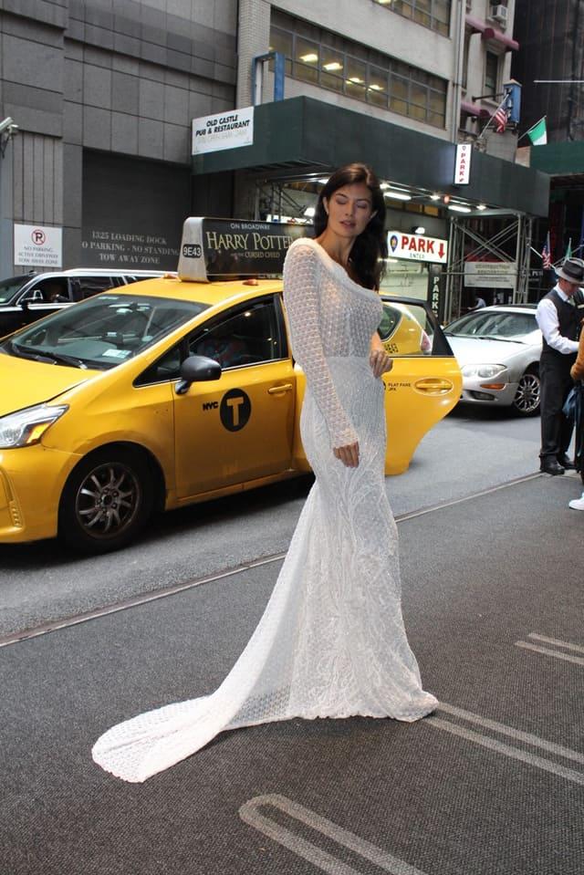 שמלת כלה של שלומית אזרד. שבוע אופנת כלות בניו יורק. צילום: יח״צ, אופנה, מגזין אופנה, שמלת כלה, מגזין אופנה ישראלי - 2