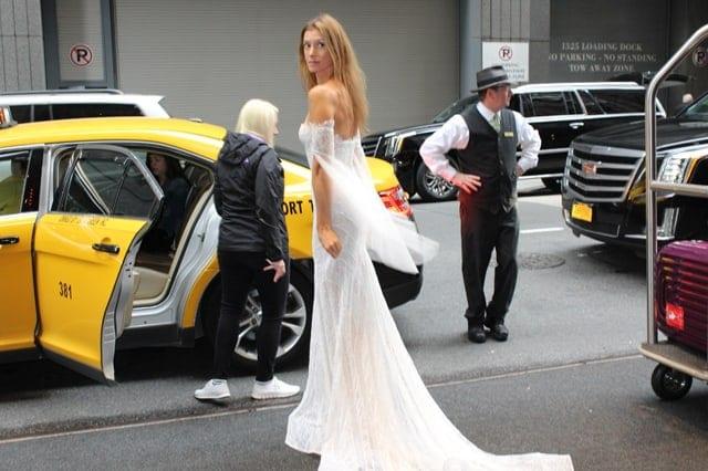שמלת כלה של שלומית אזרד. שבוע אופנת כלות בניו יורק. צילום: יח״צ, אופנה, מגזין אופנה, שמלת כלה, מגזין אופנה ישראלי -
