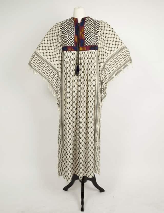 שמלת הכפייה. מעצבים: אוולין פאוקר, רוז'י בן יוסף. 1968. ארכיון האופנה והטקסטיל של שנקר