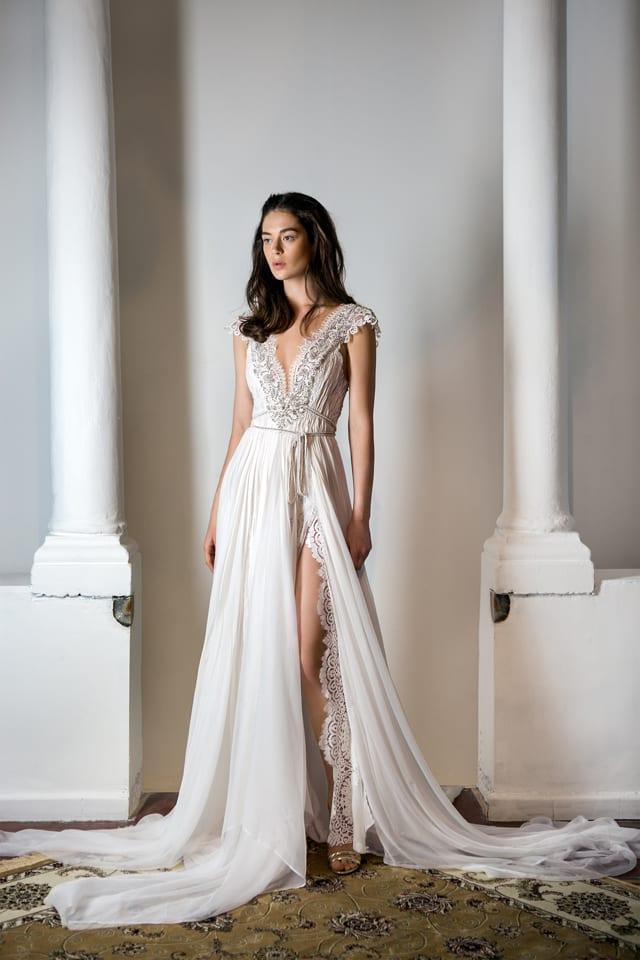 בצילום: שמלת כלה של אניה פליט. צילום דנה קרן