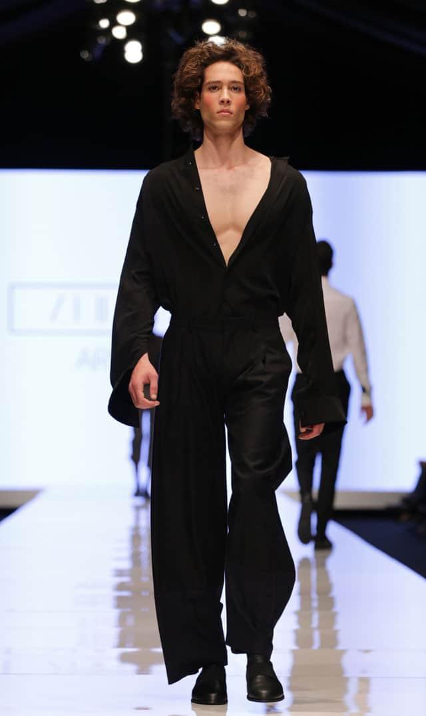 תצוגת אופנה של שבוע האופנה תל אביב. אריאל בסן. צילום: אבי ולדמן -2