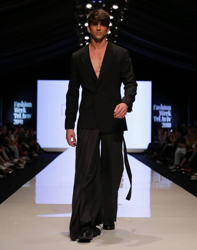 תצוגת אופנה של שבוע האופנה תל אביב. אריאל בסן. צילום: אבי ולדמן -3