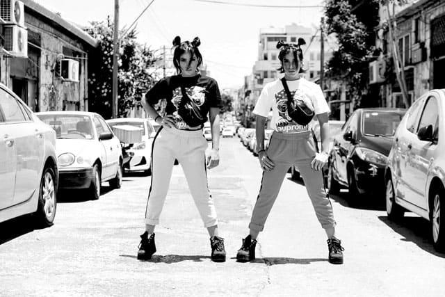 סטיילינג: מאי לוי - שנקרסטיילינג פרו, צלם: גיא אביב,דוגמניות:התאומות מלול twins malul,איפור: שובל סירי, אופנה: ״בלאגן״ - נתניה,Photography: Guy Aviv, Styling: May Levi, Models: Edi & Mery Malul, Makeup: Shoval Siri, Clothes: Balagan-1