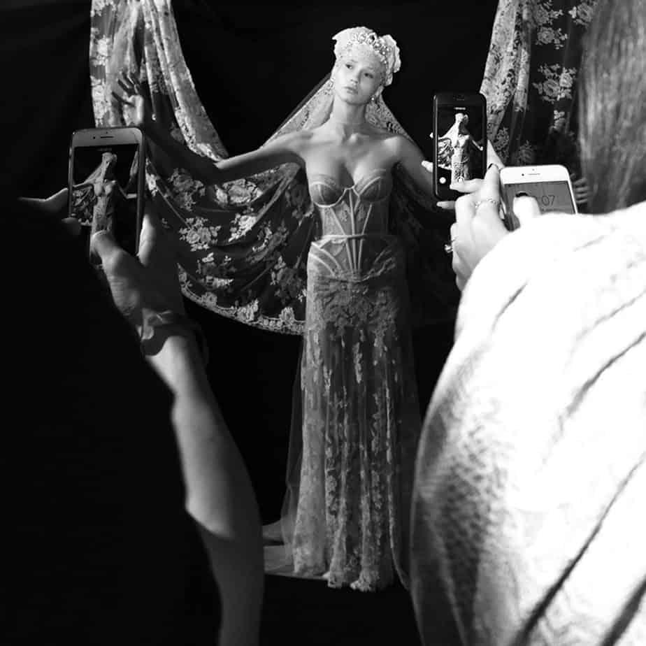 ויקה מ-mc, שמלת כלה של אלון ליבנה. צילום: לימור יערי, אופנה, חדשות אופנה, כתבות אופנה, Fashiom Magazine, Fashion, Efifo ,מגזין אופנה, מגזין אופנה ישראלי, מגזיני אופנה ישראלים