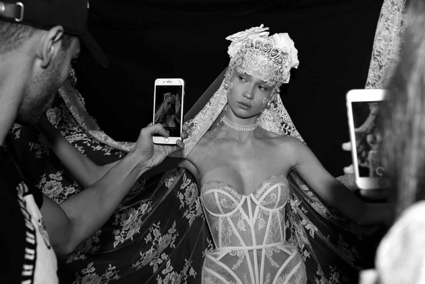 ויקה מ-mc2 לובשת שמלת כלה של אלון ליבנה. צילום: לימור יערי, אופנה, חדשות אופנה, כתבות אופנה, Fashiom Magazine, Fashion, Efifo ,מגזין אופנה, מגזין אופנה ישראלי, מגזיני אופנה ישראלים