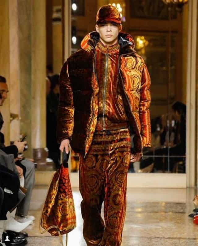 תצוגת אופנה של ורסאצ'ה בשבוע האופנה לגברים מילאנו. צילום: אינסטגרם