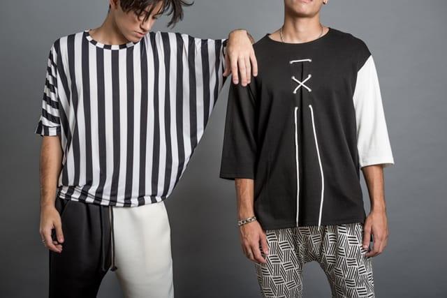 בצילום: חולצת פסים: 179 שקל. מכנסיים: 239 שקל. חולצת שרוול לבן: 199 שקל. צילום: נתי גולד