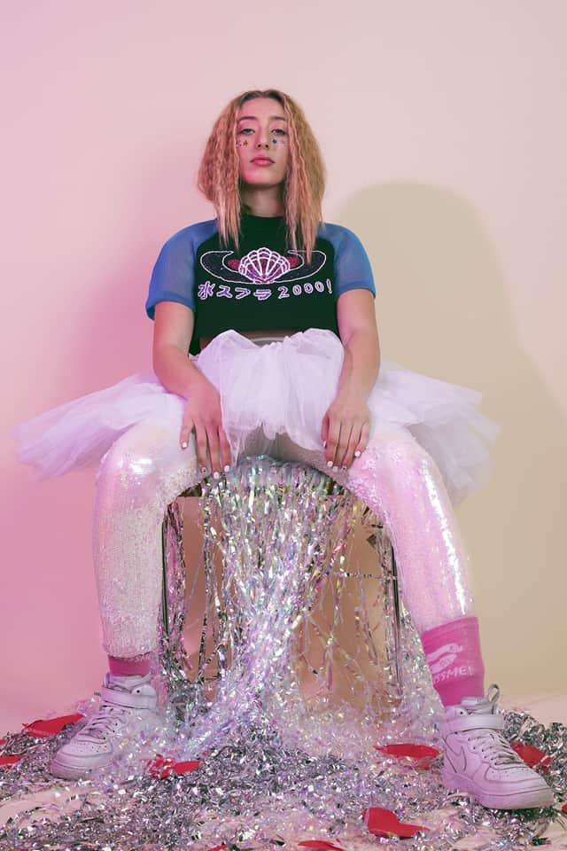 צילום מלכיאלה בן שבת, טופ Zen.Dress.Cut, חצאית וטייץ אוסף פרטי, נעליים נייקי, מגזין אופנה, אפיפו2