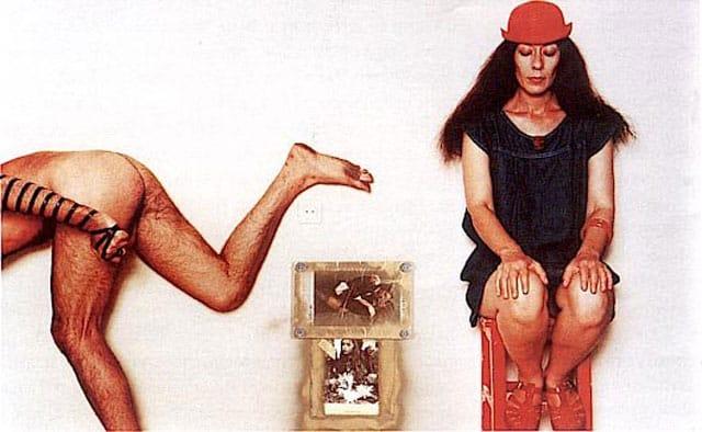בצילום:״ יונה וולך ואורי דותן, מוניטין, 1983. צילום: מיכה קישנר