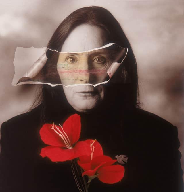 בצילום: יעל דיין, מתוך ״הישראלים״, 1996. צילום: מיכה קירשנר