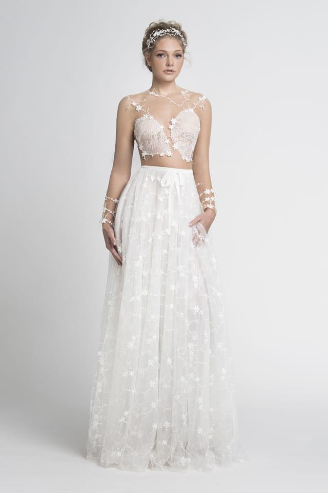 בצילום: שמלת כלה של ירדן מרציאנו. צילום: עמיר צוק - 2