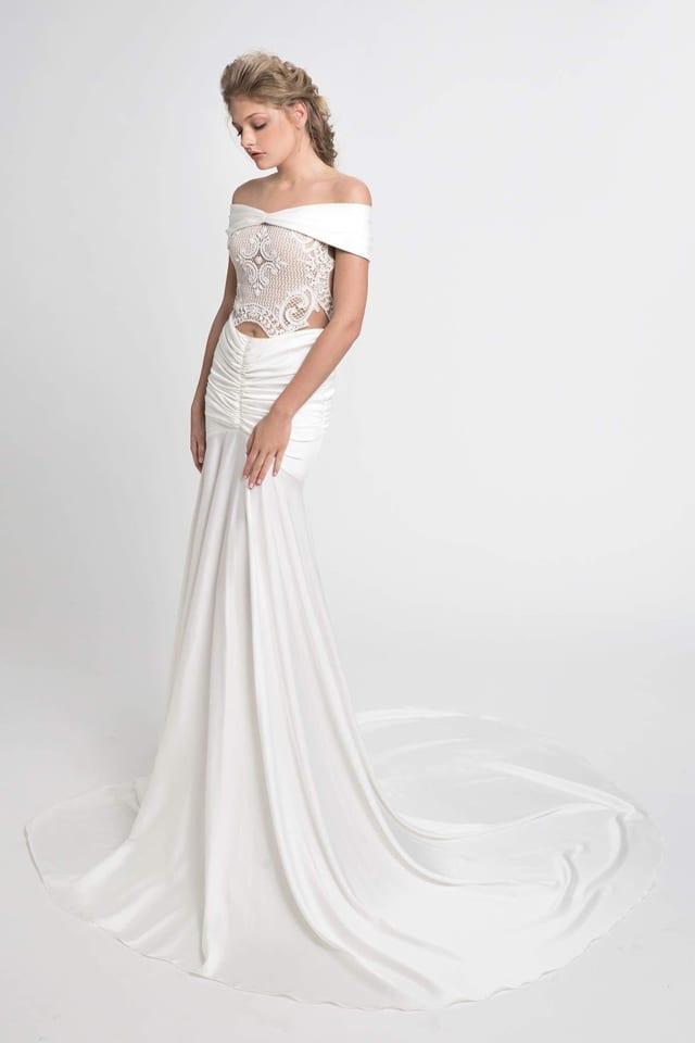 בצילום: שמלת כלה של ירדן מרציאנו. צילום עמיר צוק