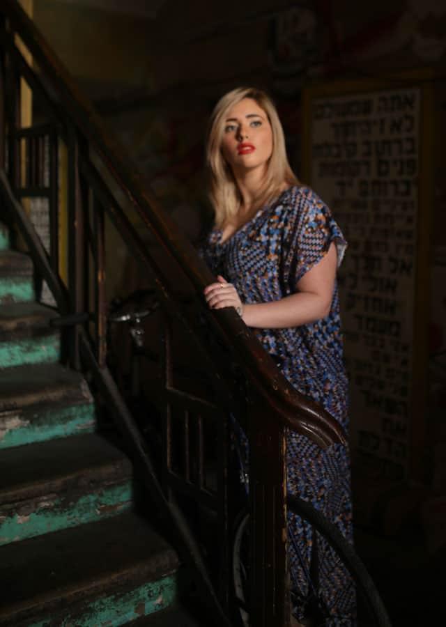 בצילום: לי זוהר בשמלה של ״קווין סייז. צילום: ביאנה ויטקין