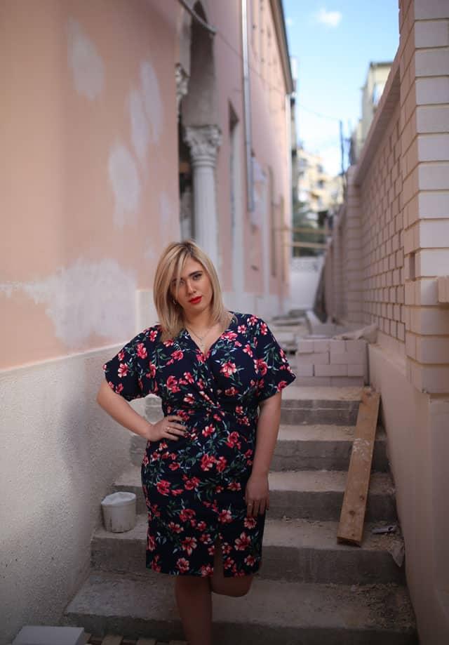 בצילום: לי זוהר בשמלה של ״קווין סייז״. צילום: ביאנה ויטקין -1 13
