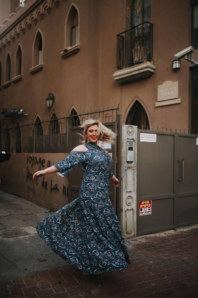 בצילום: לי זוהר בשמלה של ״קווין סייז״. צילום: ביאנה ויטקין -51