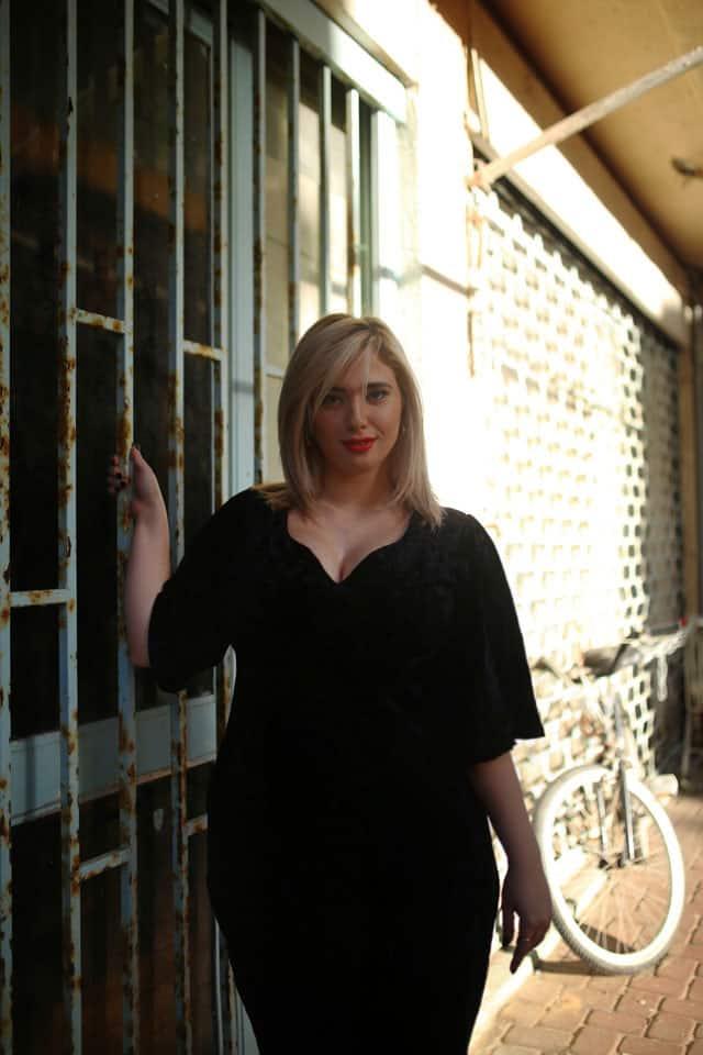 בצילום: לי זוהר בשמלה של ״קווין סייז״. צילום: ביאנה ויטקין -561