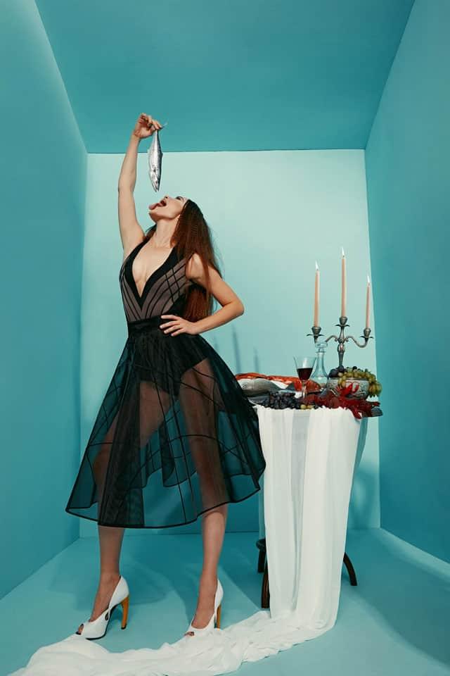 בצילום: שמלה של מאור צבר. צילום: הילה שייר - 5
