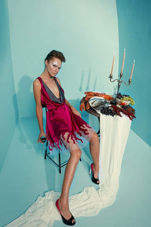בצילום: שמלה של מאור צבר. צילום: הילה שייר - 2
