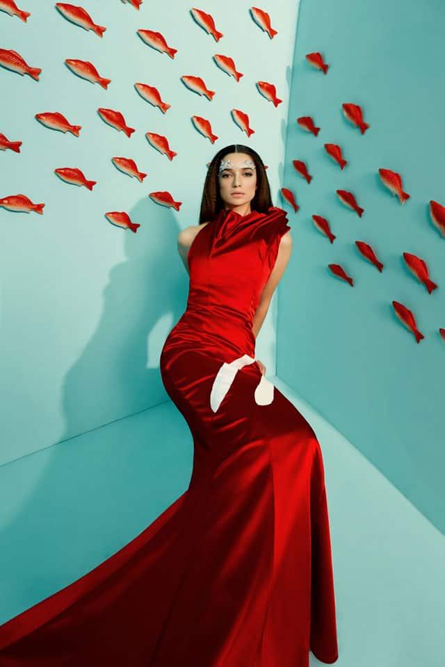 בצילום: שמלה של מאור צבר. צילום: הילה שייר - 6