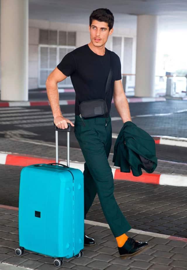 מזוודה חכמה רולינק עם מד משקל. צילום: מירב בן לולו