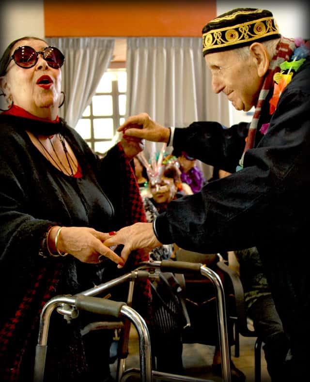 פורים 2018. צילומי מסיבת פורים של קשישים במרכז גונדה. צילום: יונתן אזולאי - 11
