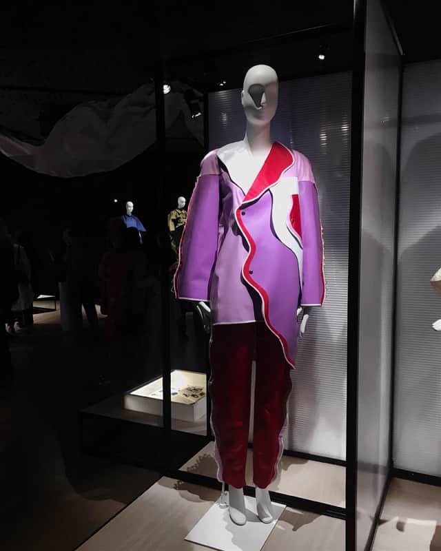 נטף הירשברג בתערוכת בלנסיאגה צילום מאיה ארזי, בית ספר לאופנה, אופנה, מגזין אופנה, חדשות אופנה, כתבות אופנה, Fashion, Fashion Magazine, Efifo, מגזין אופנה ישראלי -