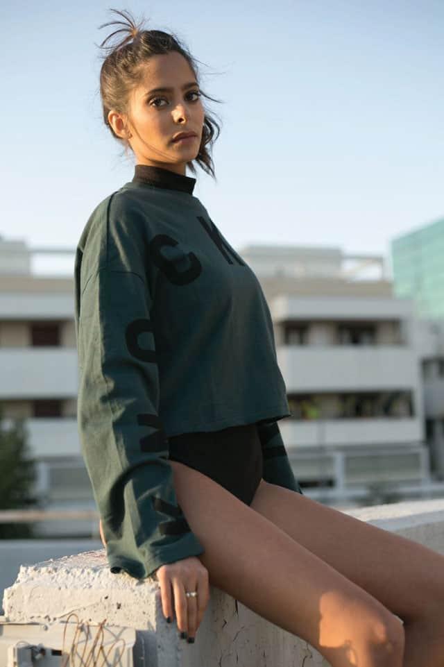 בתמונה: חולצה של H&M, בגד גוף ונעליים של זארה, תיק של אלדו. סטיילינג ומודליסטית: ניצן אברהם, צילום: תמיר מוש -3
