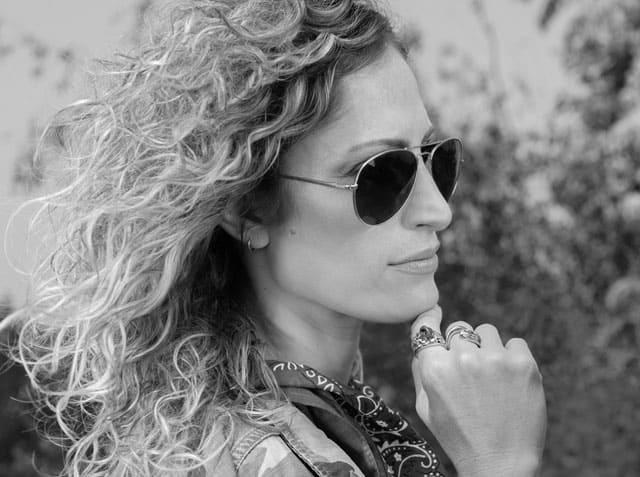 ג'קט: Michal&Moran - כיכר המדינה, ה׳ באייר 24, תל אביב, פאוץ' וחולצה: Vibe, משקפיים: אוסף פרטי, סטיילינג אלינה פיינשטיין, שנקר פרו סטיילינג, רועי ונה, מירי גליבוב, יעל רשף, מגזין אופנה, מגזין אופנה ישראלי, Efifo, אופנה -3