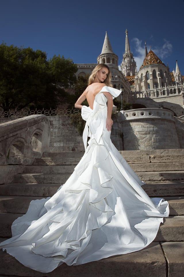 בצילום: שמלת כלה של עובד כהן. צילום דביר כחלון