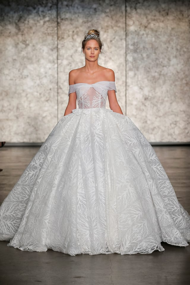 בצילום: שמלת כלה של ענבל דרור, INBAL DROR
