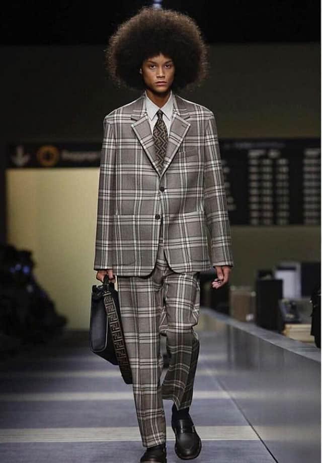 החנון. תצוגת אופנה של פנדי בשבוע האופנה לגברים מילאנו 2018. צילום: אינסטגרם
