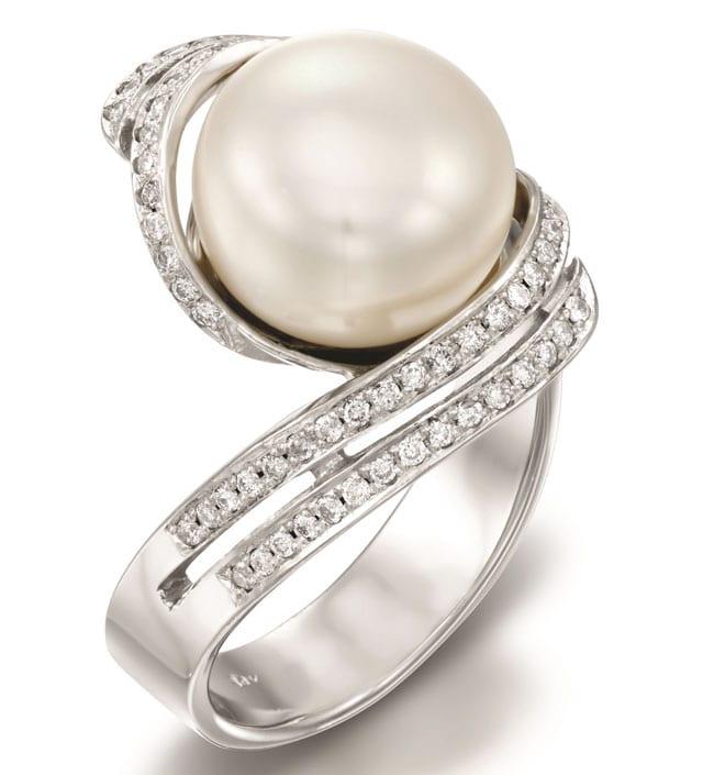 רויאלטי טבעת זהב לבן ופנינה החל מ-8570 שח, efifo, צילום יחצ