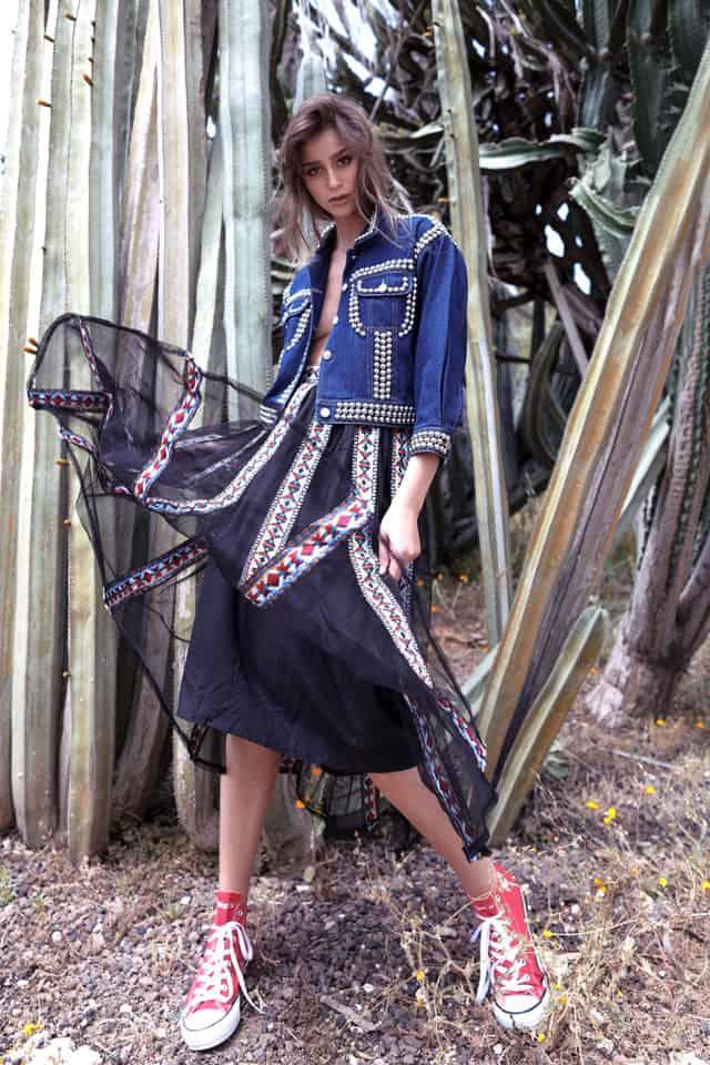 ג׳קט ג׳ינס: ארקטה, חצאית: style4rent, נעליים: אולסטאר, Efifo, צילום: סער פסח, סטיילינג: אלונה סימון, לימודי סטיילינג ואופנה | שנקר לימודי חוץ, דוגמנית: רומי נסט (Romi Nest), איפור: טלי מואס, עיצוב שיער: אדיר אמרג'י, אופנה, מגזין אופנה, מגזין אופנה ישראלי - 4