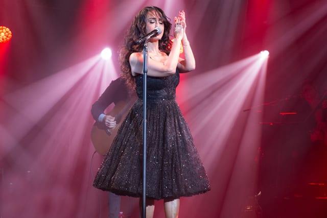 בצילו: ריטה בשמלה שעיצבה לה ענבל דרור. צילום: יח״צ -2