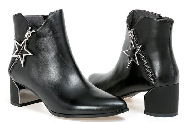בתמונה: רשת FETISH. בלעדי. נעלי belle. מחיר: 699 שקל. צילום: אבי ולדמן