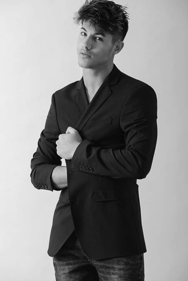 שאפיק עזאם. צילום: משה אהרון. Efifo - מגזין האופנה של ישראל
